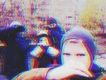 Почему молодежь закрывает лицо на фото – Почему подростки публикуют селфи с закрытыми лицами? Странный нижегородский паблик.